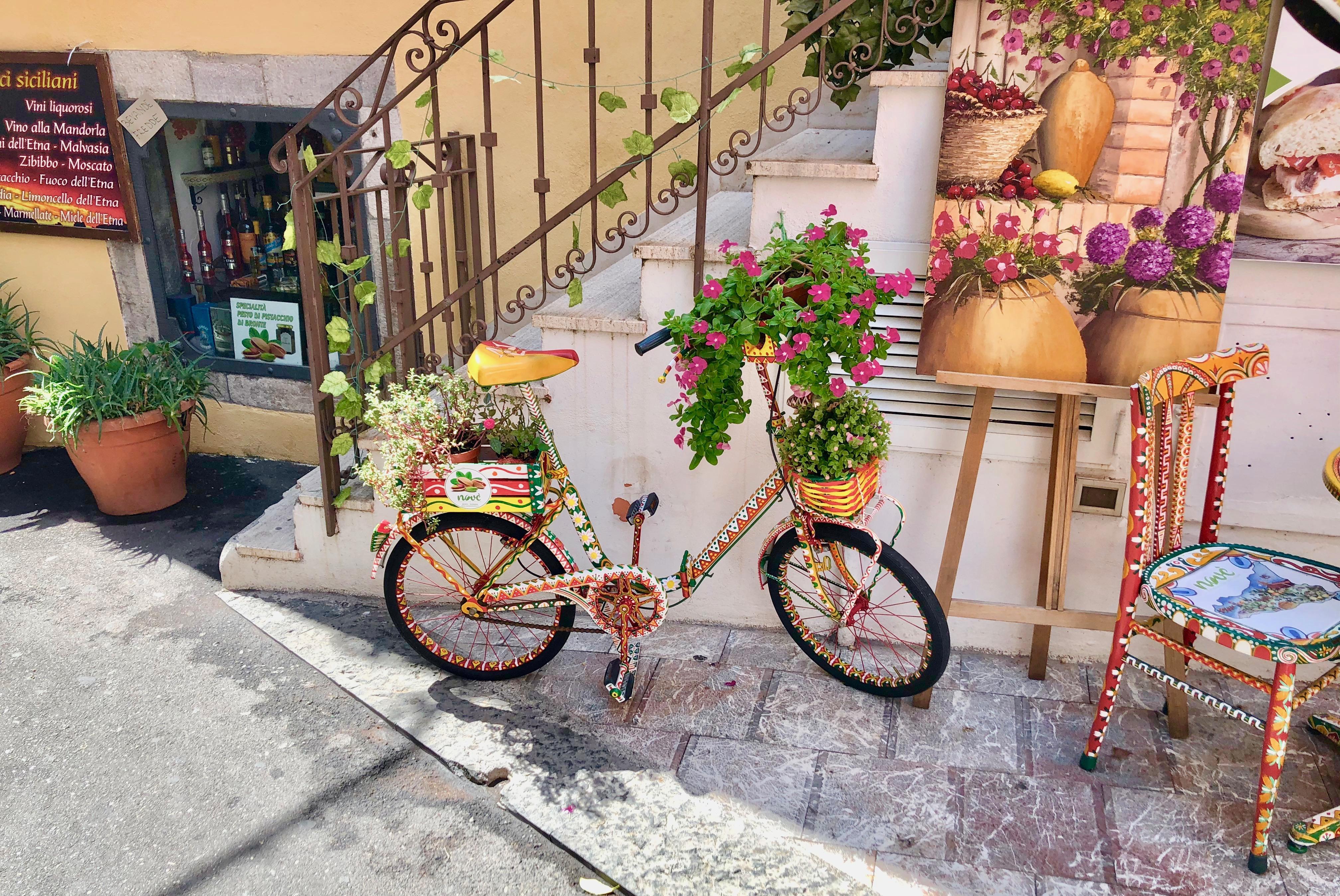 street scene taormina