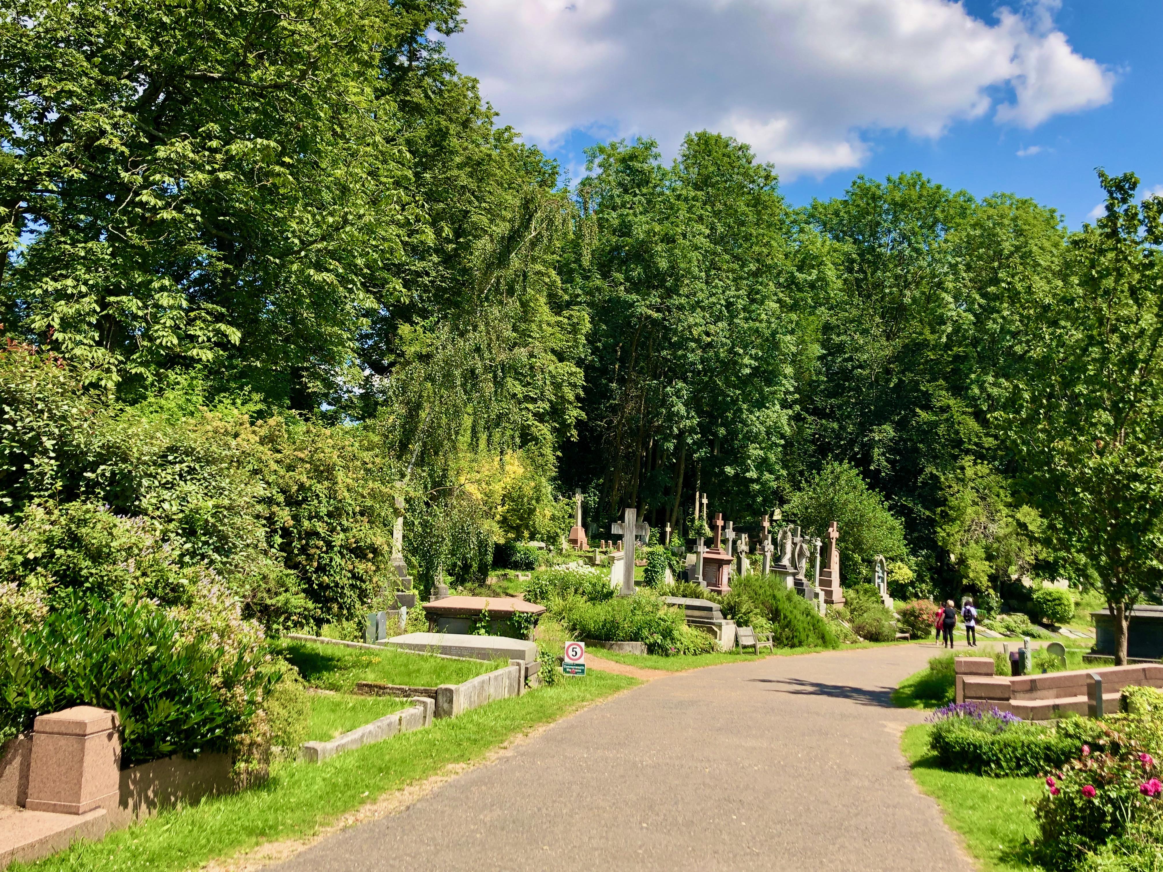highgate cemetery east