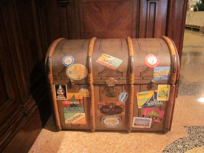 Travelling trunk/luxurylivvy